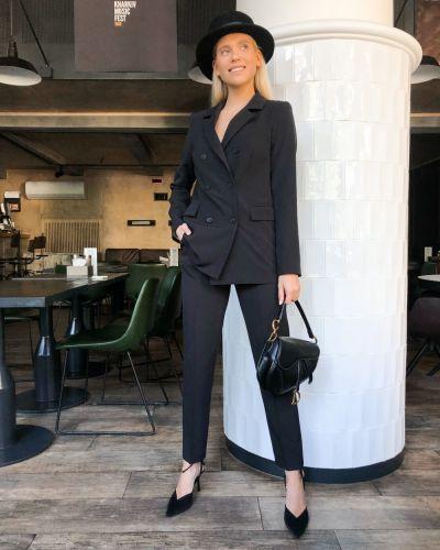 Костюмный черный костюм Caramella