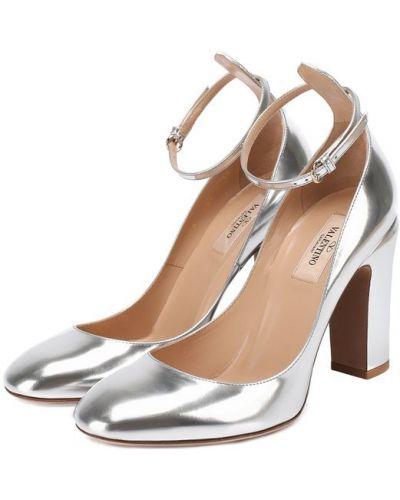 Кожаные туфли с ремешком на каблуке Valentino