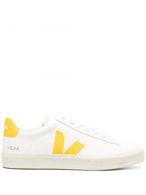 Кожаные белые кроссовки на шнурках Veja