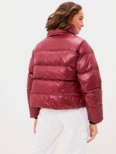 Красная куртка Nike