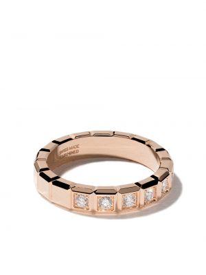 С ромбами кольцо квадратное с бриллиантом золотое Chopard