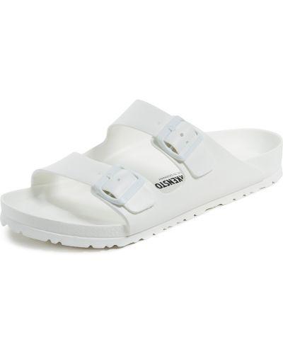 Białe sandały na basen klamry Birkenstock