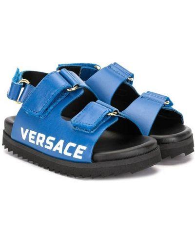 Niebieskie sandały skorzane na rzepy Young Versace