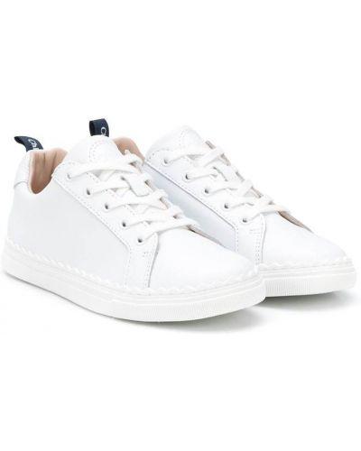 Białe sneakersy skorzane sznurowane Chloé Kids