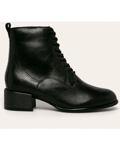 Ботинки на каблуке на шнуровке черные Tamaris