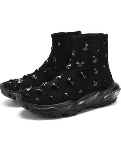 Черные кроссовки замшевые Valentino