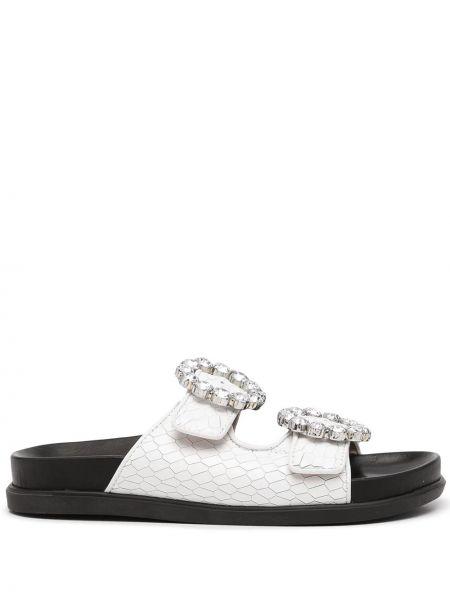 Białe sandały z klamrą Schutz