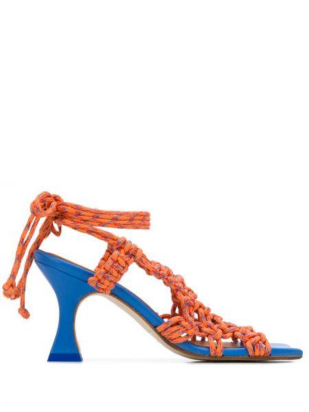 Кожаные оранжевые сандалии на каблуке квадратные Miista