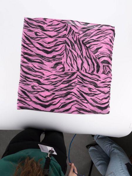 Czarny szalik z jedwabiu z printem Zadig&voltaire