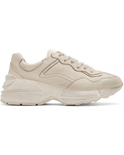 Biały skórzane sneakersy z łatami na sznurowadłach okrągły Gucci
