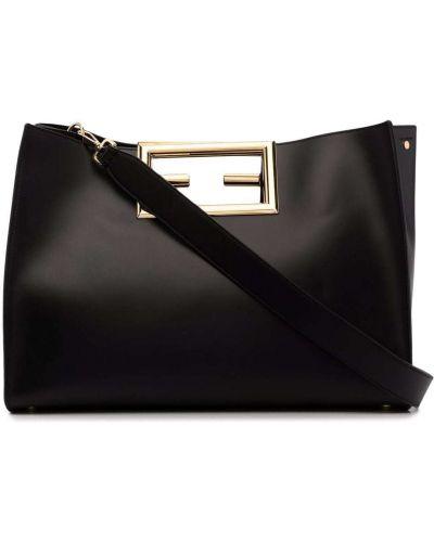 Черная кожаная сумка Fendi