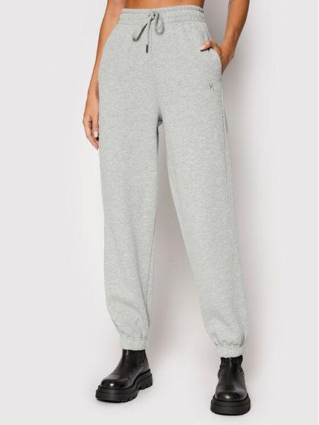 Szare spodnie dresowe Gestuz