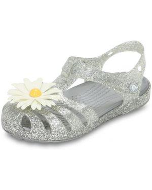 С ремешком серебряные босоножки Crocs