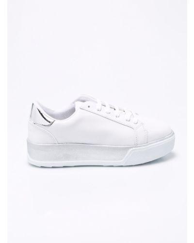 Белые кроссовки на платформе Trendyol