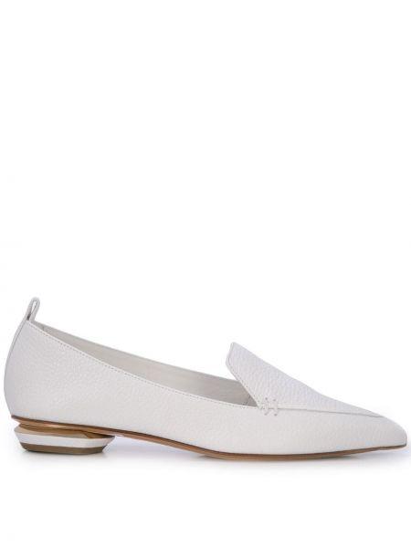 Skórzany biały loafers na pięcie z ostrym nosem Nicholas Kirkwood