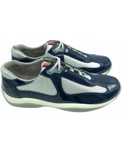 Niebieskie sneakersy Prada