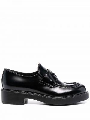 Czarne loafers skorzane na obcasie Prada