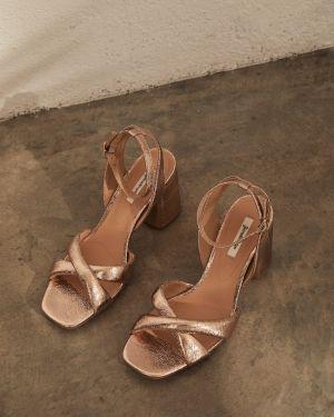 Туфли на каблуке розовый Stradivarius