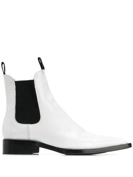 Buty na obcasie na pięcie z ostrym nosem Ami Paris