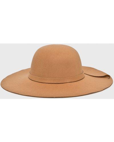 Бежевая шапка Answear