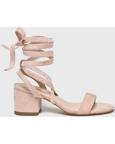 Сандалии на шнуровке розовый Answear