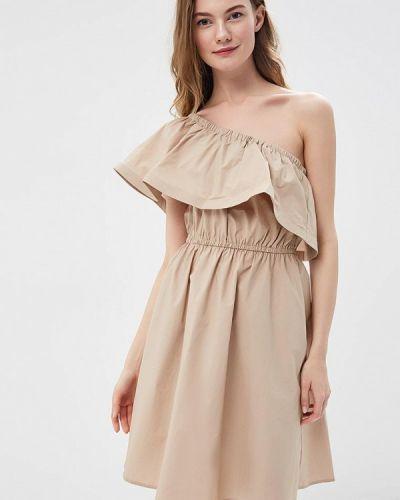 Платье с открытыми плечами бежевое Lusio