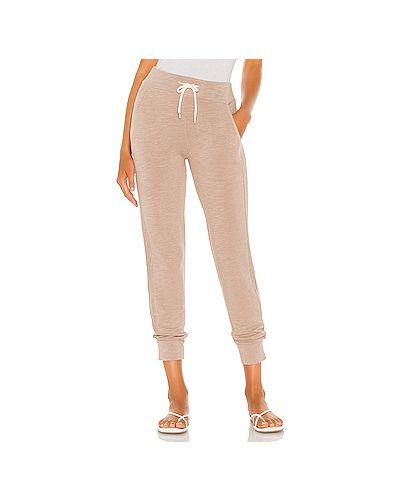 Коричневые махровые брюки на резинке с завязками с карманами Monrow
