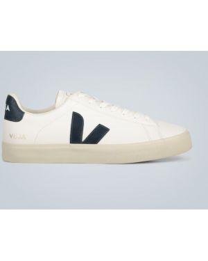 Классические белые классические туфли Veja