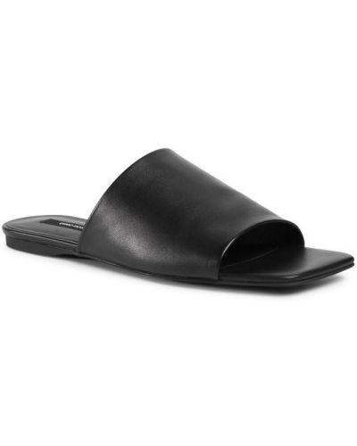 Czarne klapki Gino Rossi