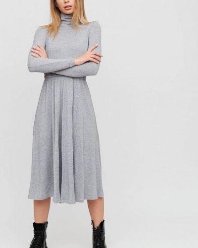 Серое трикотажное вязаное платье Cardo