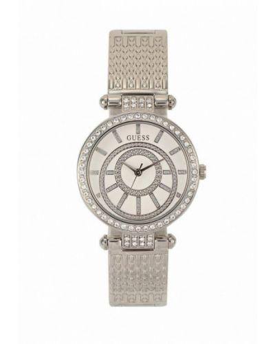 Кварцевые часы серебряного цвета Guess