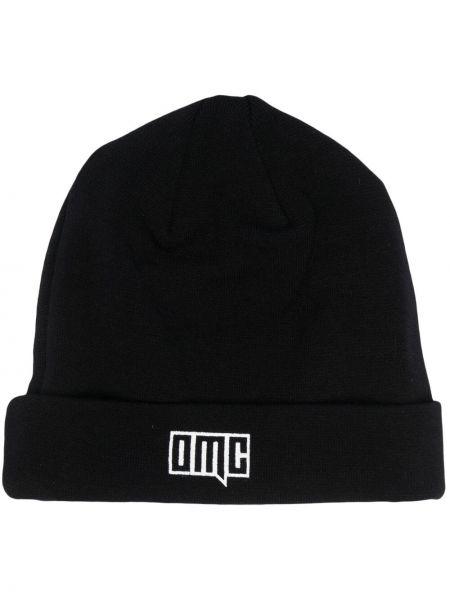 Czarna czapka prążkowana Omc