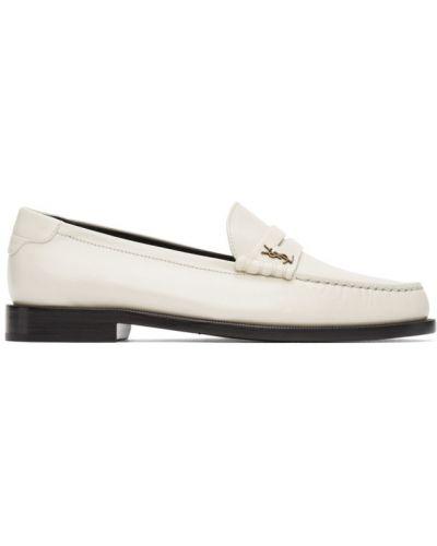 Skórzany biały loafers z perłami kaskada Saint Laurent
