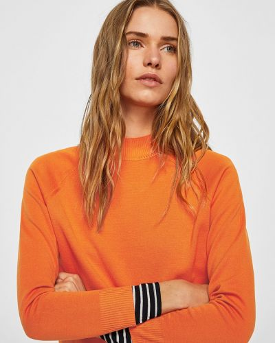 Оранжевый свитер в клетку Mango