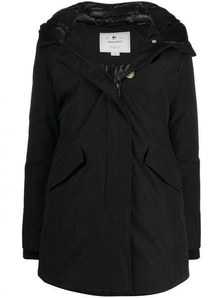 С рукавами черное длинное пальто с перьями с карманами Woolrich