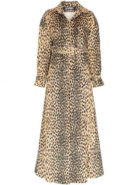 С рукавами коричневое длинное пальто с воротником Jacquemus