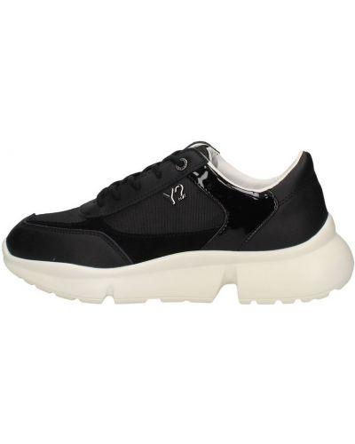 Czarne sneakersy Y Not?