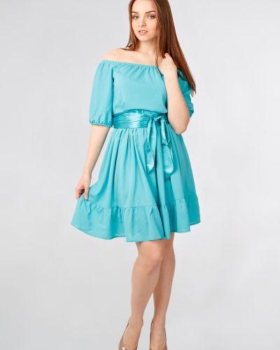 Приталенное шифоновое платье на резинке с открытыми плечами Lila Classic Style