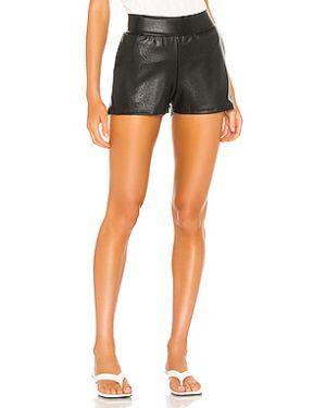 Черные шорты с карманами из искусственной кожи Commando