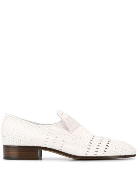 Białe loafers kaskadowe Victoria Beckham