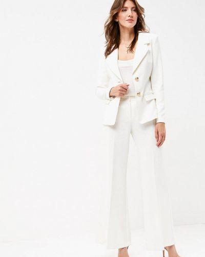 Белый брючный костюм Bezko