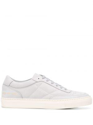 Skórzane sneakersy zamszowe białe Common Projects
