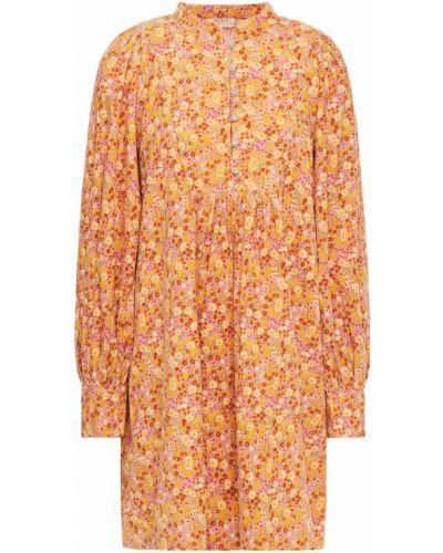 Różowa sukienka z printem Bytimo