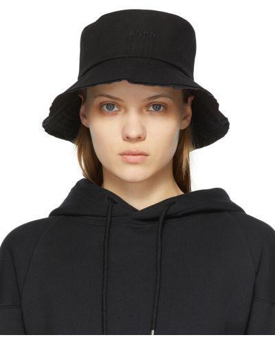 Czarny kapelusz bawełniany z haftem Ader Error