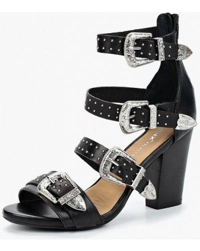 Черные босоножки на каблуке Bronx