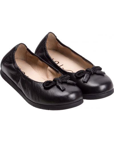 Черные туфли Unisa