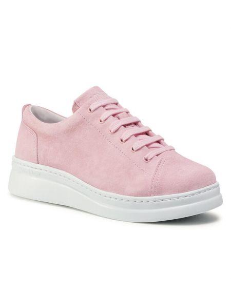Różowe sneakersy Camper