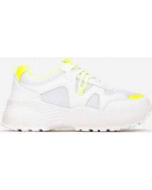 Białe sneakersy materiałowe Multu