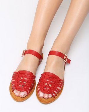 Czerwone sandały materiałowe Multu
