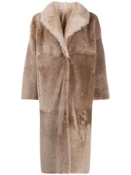 Однобортное коралловое длинное пальто двустороннее из овчины Liska